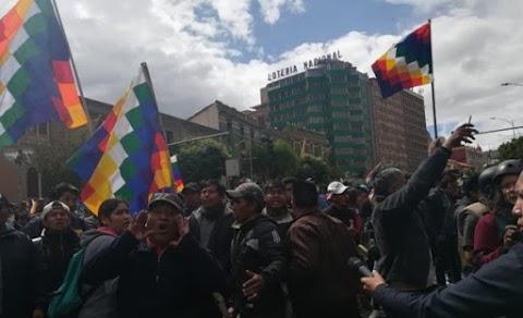El Alto cumple su quinto día de movilizaciones entre división y debilitamiento