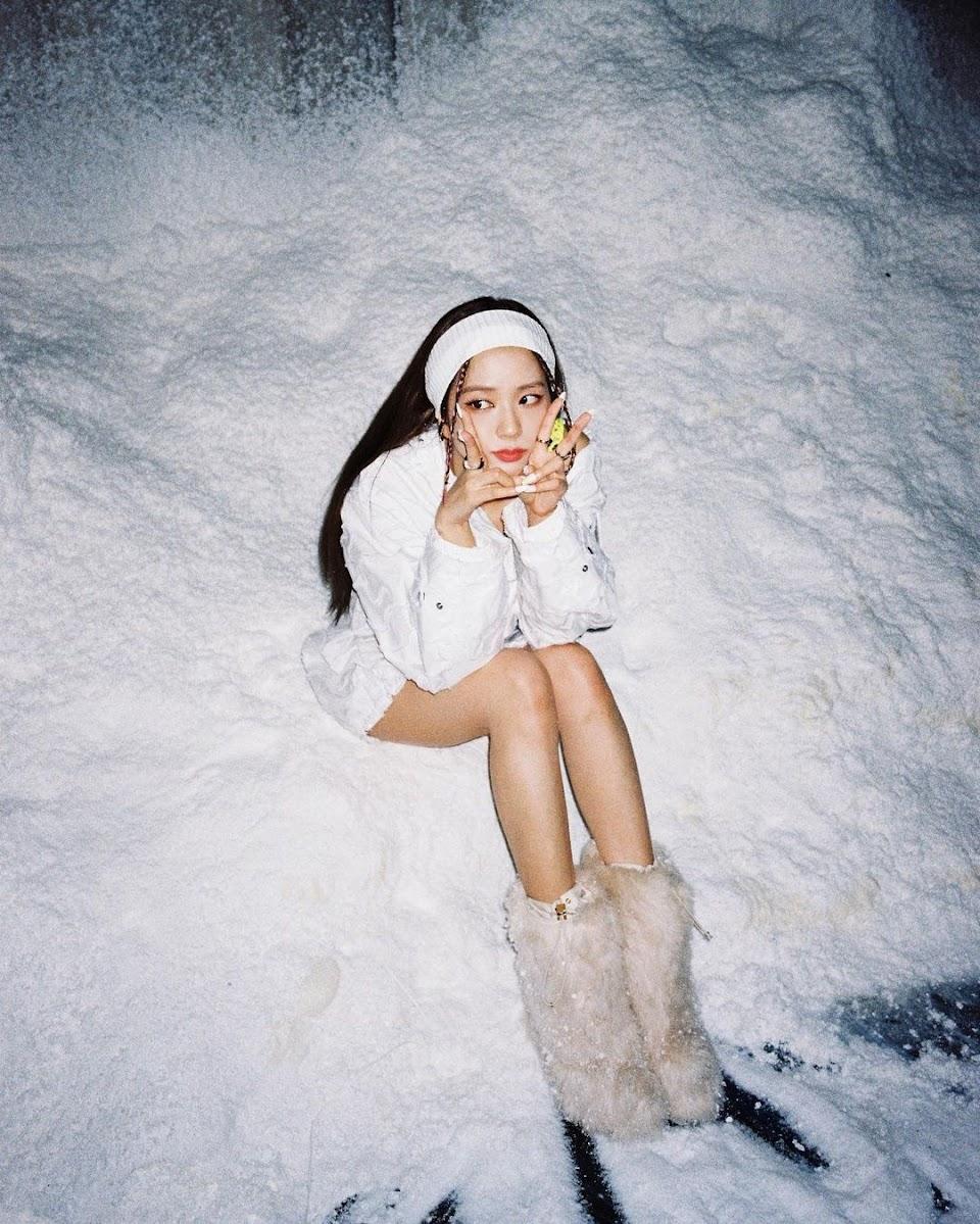 jisoo white5