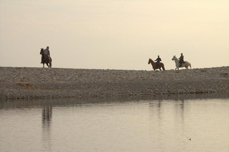 3 cavalieri all'alba, sulla spiaggia di utente cancellato
