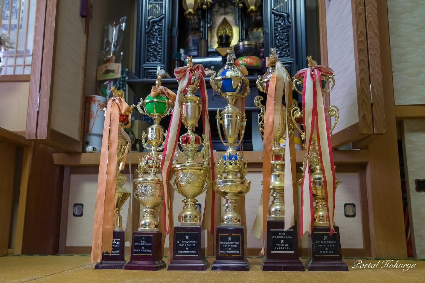 武士さんが受賞された数々のトロフィー