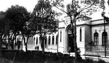 Photo: Fachada principal do prédio do antigo Fórum. Foto do final do século XIX, início do XX