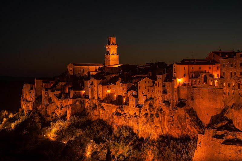 Pitigliano by night di Gian Piero Bacchetta