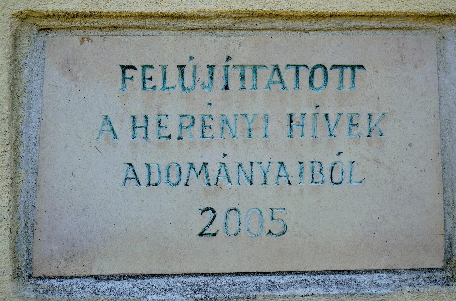 Szombathely - Pietà (Fájdalmas Szűzanya-szobor) a herényi katolikus templom mellett
