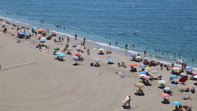 Playa del Zapillo, ayer a mediodía.
