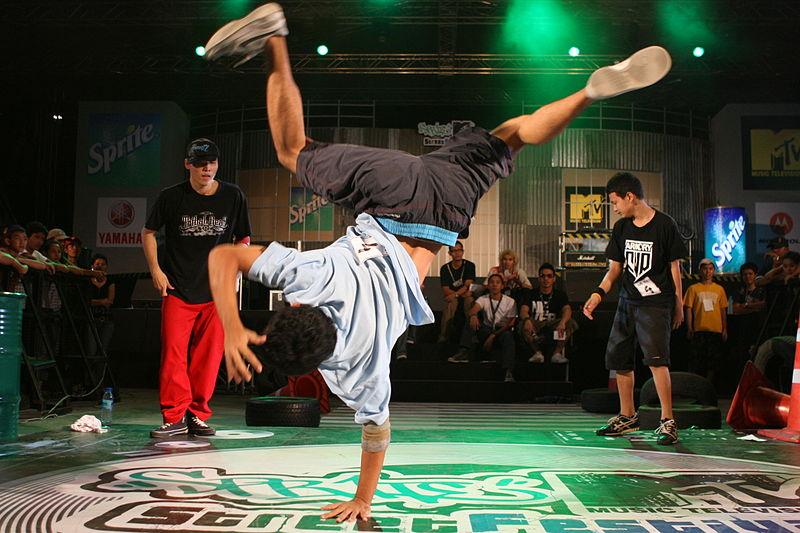 File:Thai Breakdancers.jpg