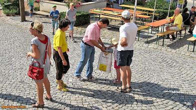Photo: Die Kinder bekommen eine kostenlose Brezel.