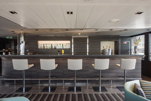 Ponant-LeSoleal-bar.jpg - Order a drink and meet interesting new people in the bar on the Ponant luxury ship Le Soleal.