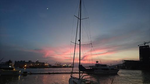 夕陽海景,遊艇碼頭,美食美酒, 在這裡用餐,是在享受人生!