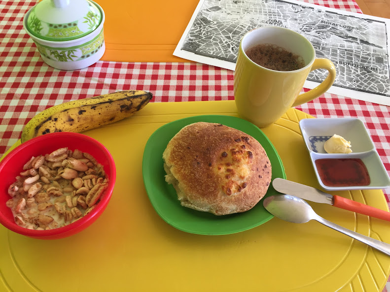 ボリビアラパスのホテルの朝食