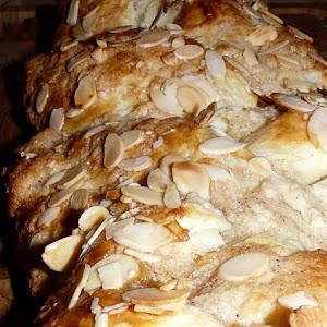Danish Braided Bun with Almonds