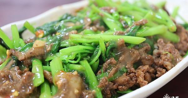 南港美食: 南港炒牛肉店~牛肉羊肉均一價快餐,別忘了鮮魚味噌湯