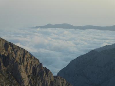 Vista a primeira hora da mañá, dende o pé de vía da Rabadá-Navarro
