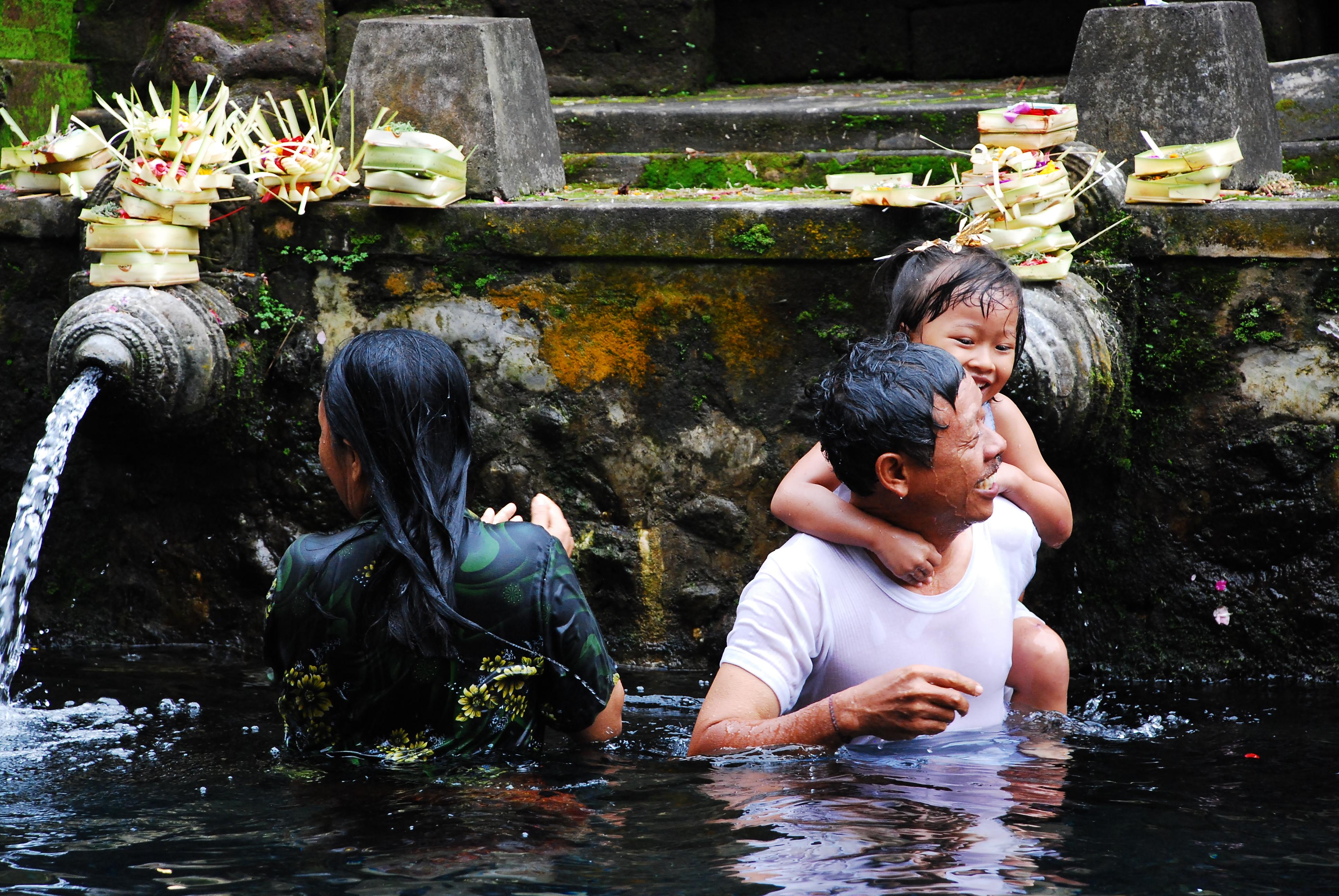 Indonesia: tempio di Tirta Empul di zibadrona
