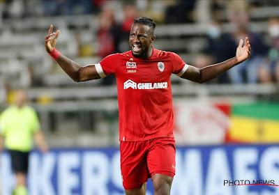 """Kopbalsterke Pius was de reddende engel voor Antwerp: """"Nog maar een keer met de voet gescoord"""""""