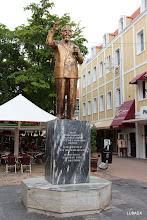 Photo: Monumento al Dr. Moises Frumecio Da Costa Gomez Considerado el héroe nacional de las Antillas Holandesas (Curazao, Aruba y Bonaire, cómo Primer Ministro obtuvo la Autonomía del Reino de los Países Bajos.