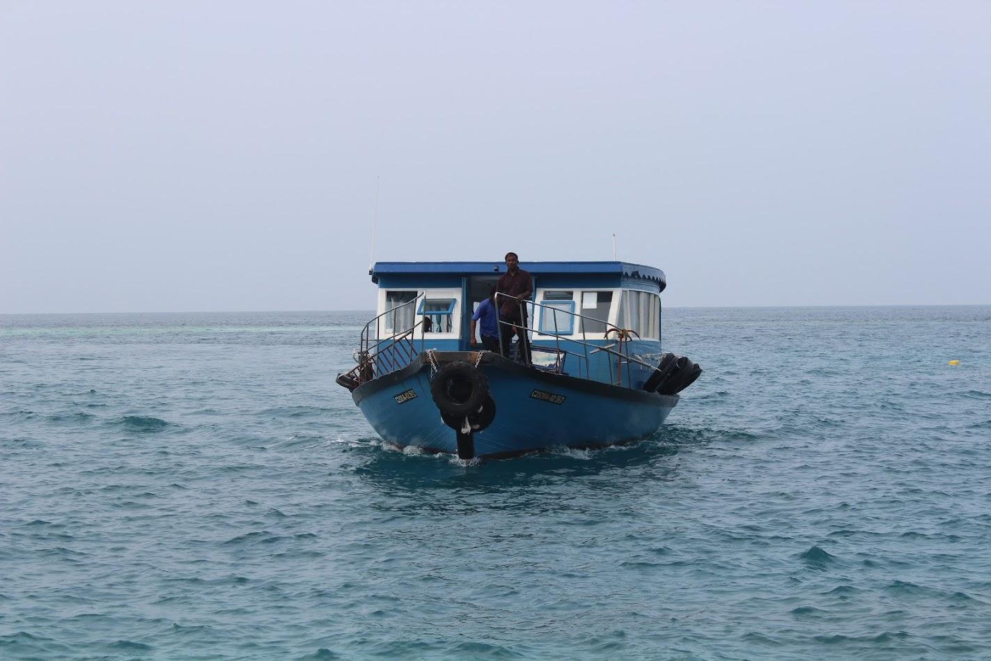 Паром на Мальдивах между островами Тодду и Укулхас