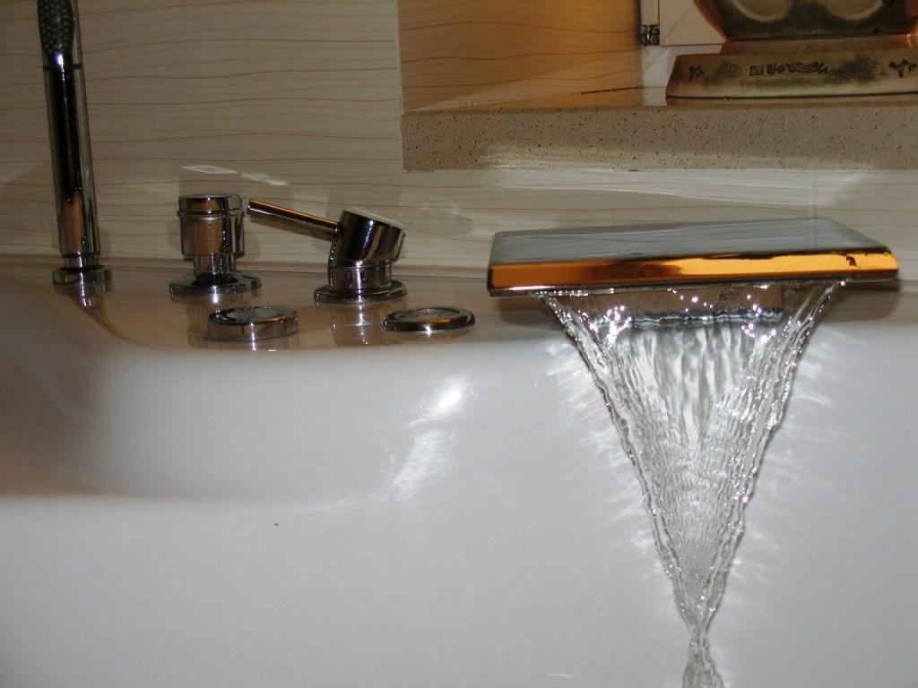 какой смеситель для ванны лучше выбрать