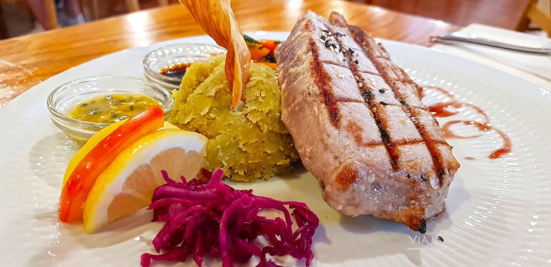 """Comer bife de atum no restaurante """"O Pescador"""", na ilha Terceira"""