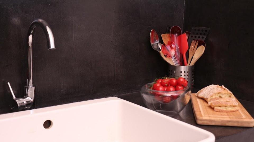 Plan de travail et Crédence d'une cuisine en béton ciré