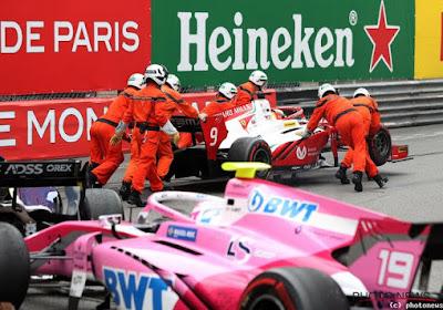 Mick Schumacher veroorzaakt crash die alle wagens doen stoppen