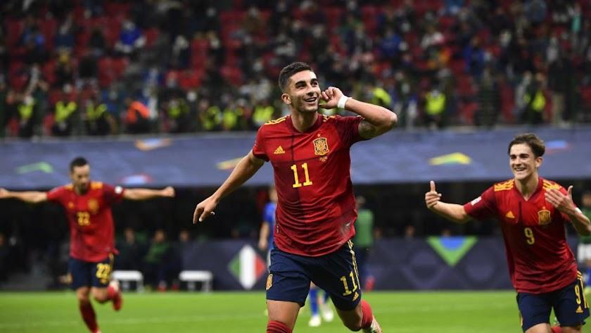 Ferrán Torres marcó los dos goles para la Selección en la primera parte.