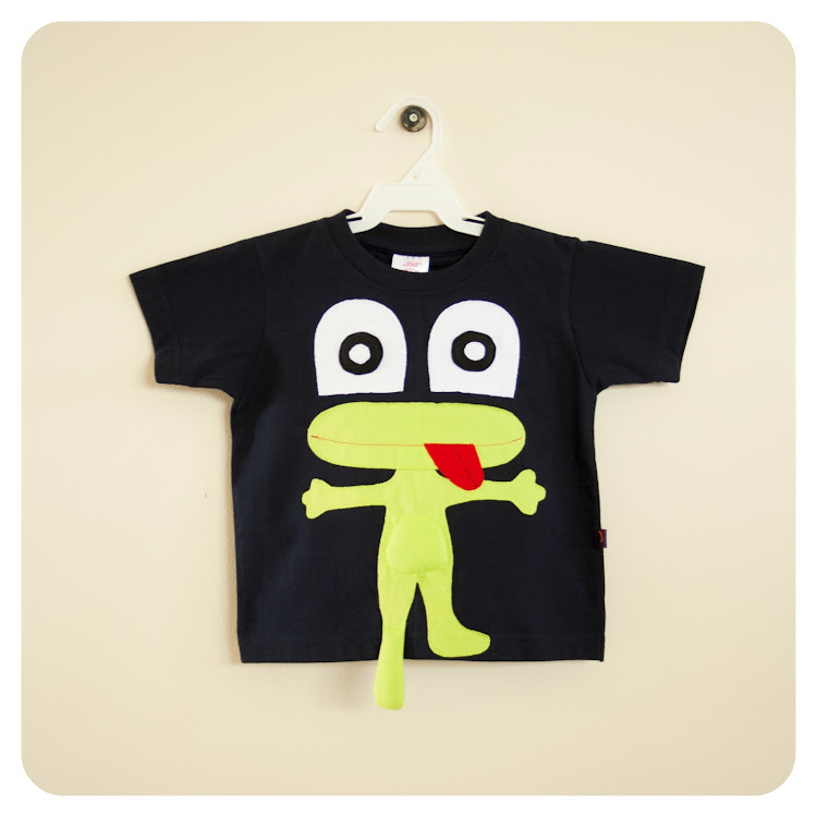 Star Moon Cheeky Frog T-Shirt in Black 4 years)