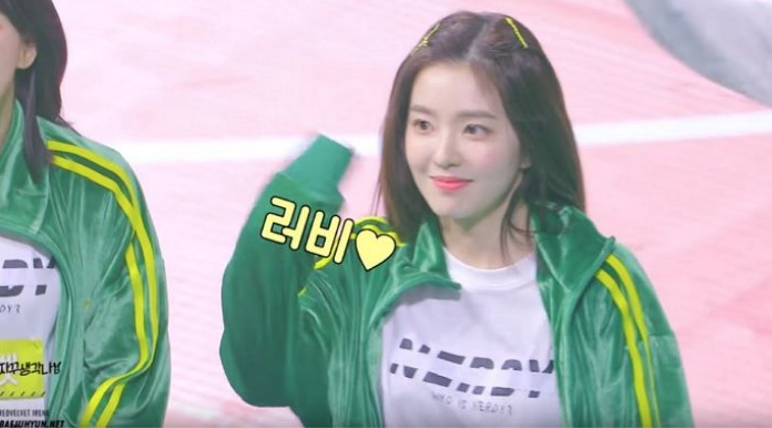 Red Velvet's Irene Chats up Her Fans at the Idol Star