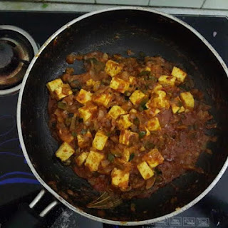 """Weekend Night With Tangy, Spicy """"TAWA PANEER MASALA""""."""
