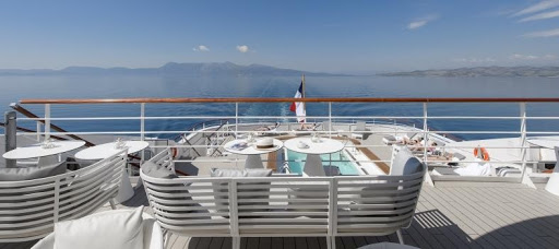 Le-Lyrial-top-deck.jpg - View of the sun deck on the luxury expedition ship Le Lyrial.