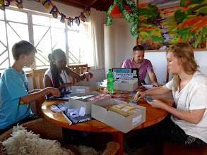 Photo: Preparing the Kangemi-Pesa with students from Germany