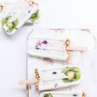 Healthy Yogurt Granola Popsicles (gluten-free, vegan & refined sugar-free).
