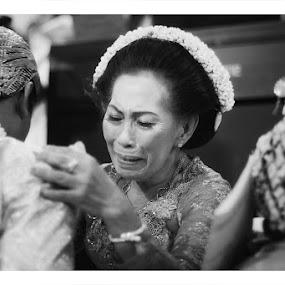 by Adrianto Mahendra II - Wedding Ceremony ( black and white, wedding, ceremony, people )