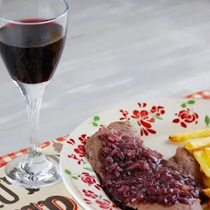 Steak with Shallot Red Wine Sauce