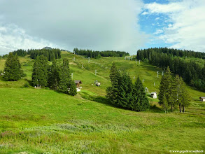 Photo: #009-La vue sur les pistes de ski depuis notre chambre à l'hôtel Les sapins à Manigod.