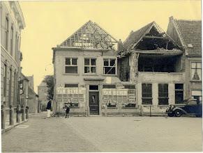 Photo: 1944 Oorlogsschade op de hoek met de Doelenstraat
