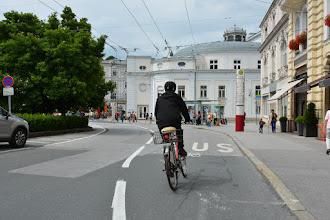 Photo: Przebijam się ścieżkami rowerowymi do centrum.