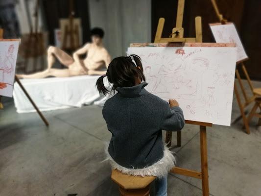 il plastico modello e la giovane artista  di Phuckoff