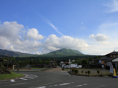 JR阿蘇駅_03 阿蘇の山なみ