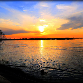 Sunset over the Mississippi River at Memphis, TN by Billy Morris - Landscapes Sunsets & Sunrises ( water, tn, memphis, sunset, river )
