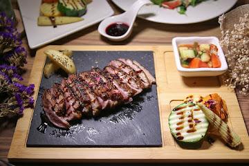 Ai-Wei Bistro 愛薇餐酒館