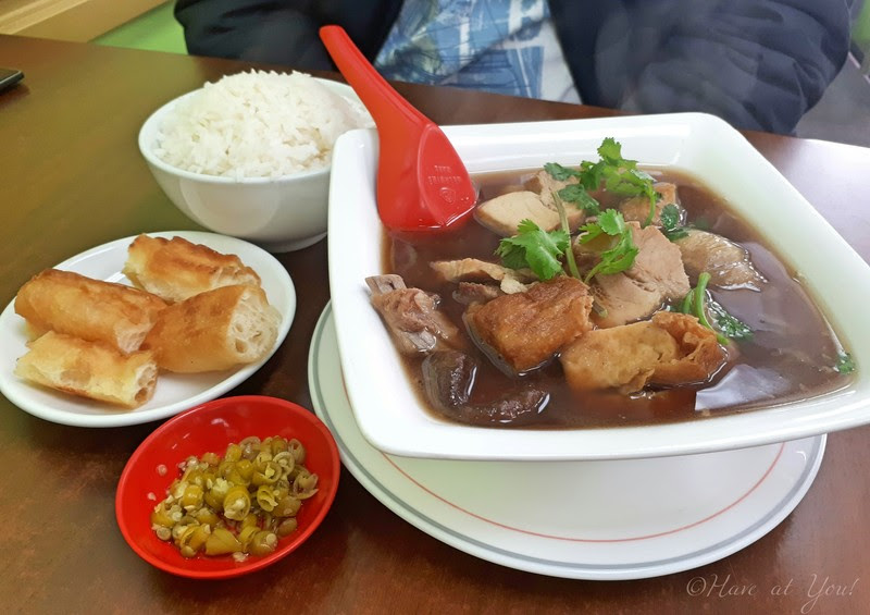 bah kut teh served with rice