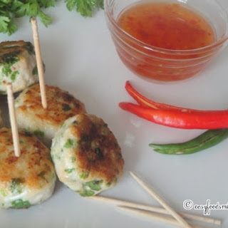 Mini Cocktail Chicken Patties With Sweet Chilli Sauce