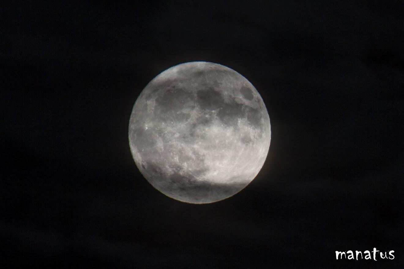 luna nubes