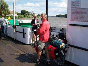 Photo: 4eDag, zondag 19 juli 2009: Sankt Goar - Leeheim Afstand totaal: 90,7 km, Totaal gereden 390 km. Op de pont bij Nierstein