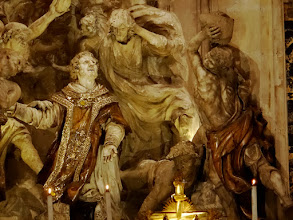 Photo: Zobrazení sv. Štěpána, kterému je zasvěcena katedrála, na hlavním oltáři.