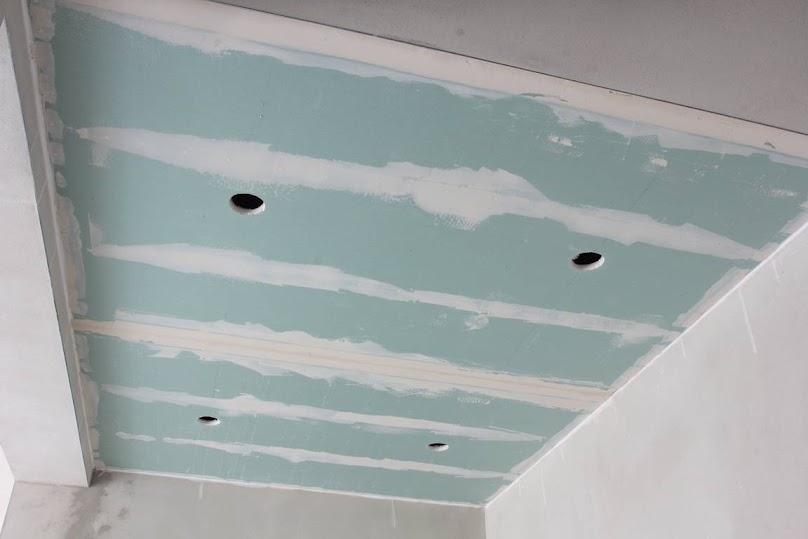 Sufit podwieszany z płyt kartonowo-gipsowych
