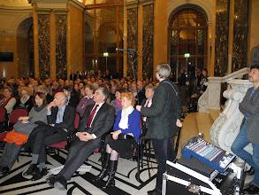Photo: Un public attentif, parmi lesquels au premier rang, S. E. Stéphane GOMPERTZ Ambassadeaur de France en Autriche et Jean-Luc STEFFAN Dr et Attaché de coopération scientifique et universitaire auprès de l'ambassade de France à Vienne.