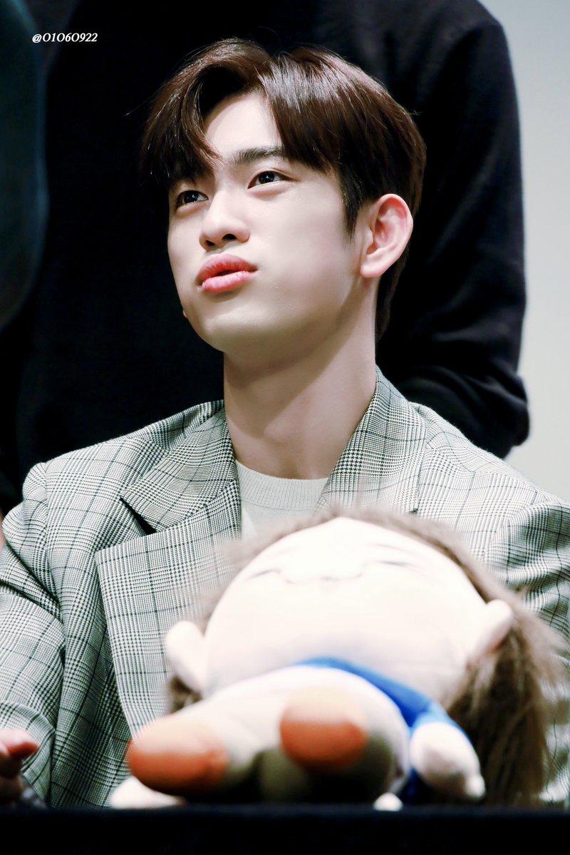 jinyoungpouting_8