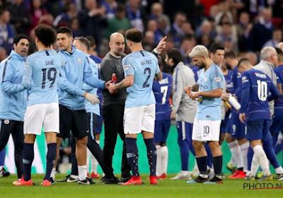 ? Absolute waanzin in de Engelse bekerfinale: Chelsea-doelman wil niet vervangen worden en verliest dan de strafschoppenreeks