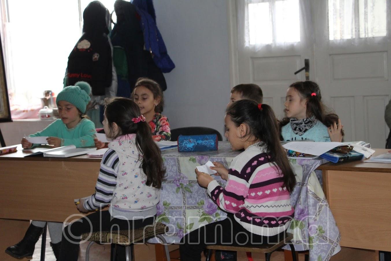 При церкви Чишмикиой регулярно проводятся уроки в церковной школе